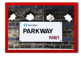 picture of a street sign in camden called parkway