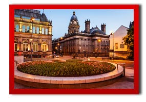 evening over leeds townhall from millenium square